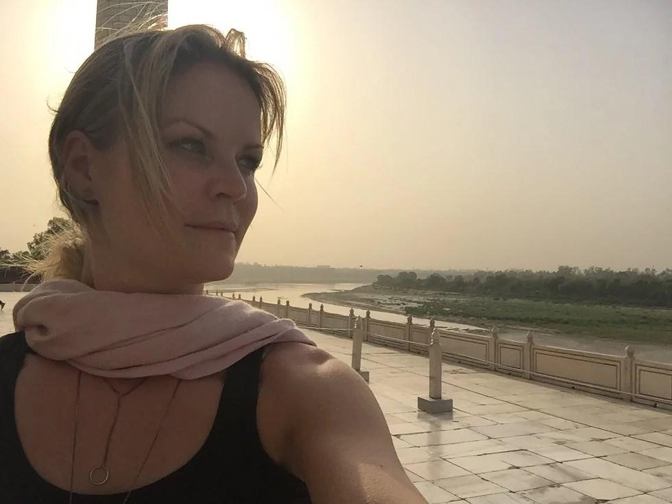 Der hviler en fantastisk ro over Taj Mahal.
