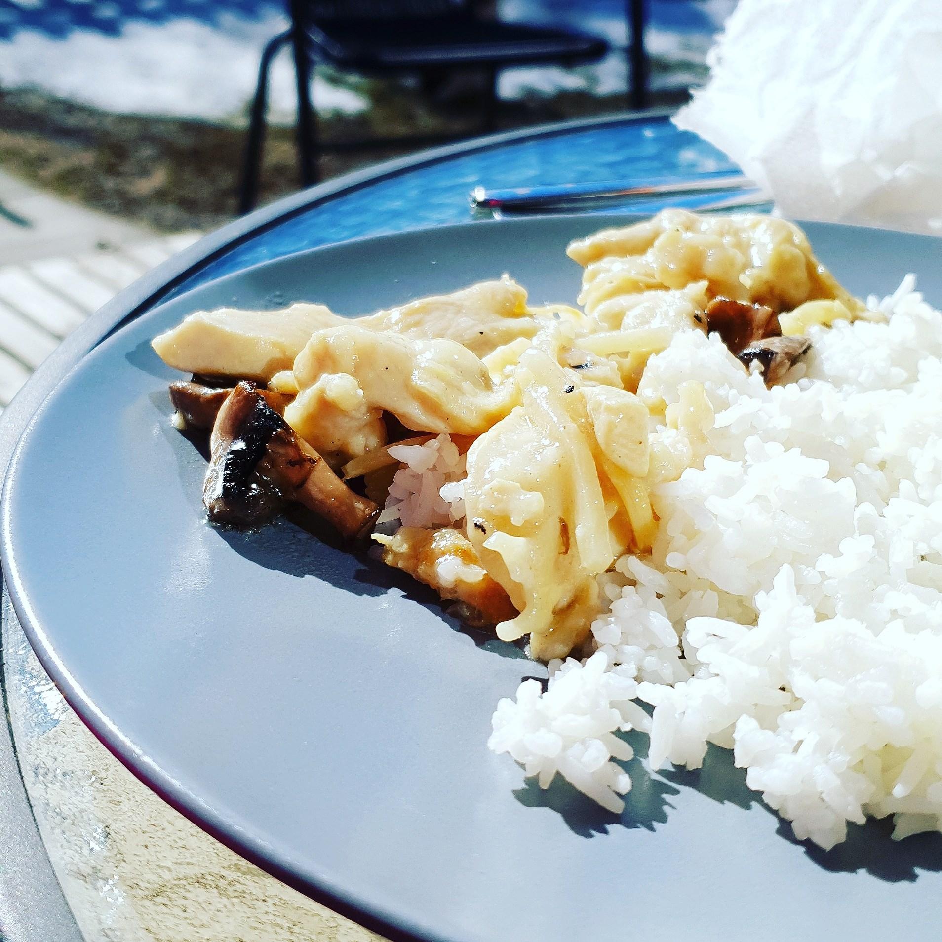 Lunch ute i solen