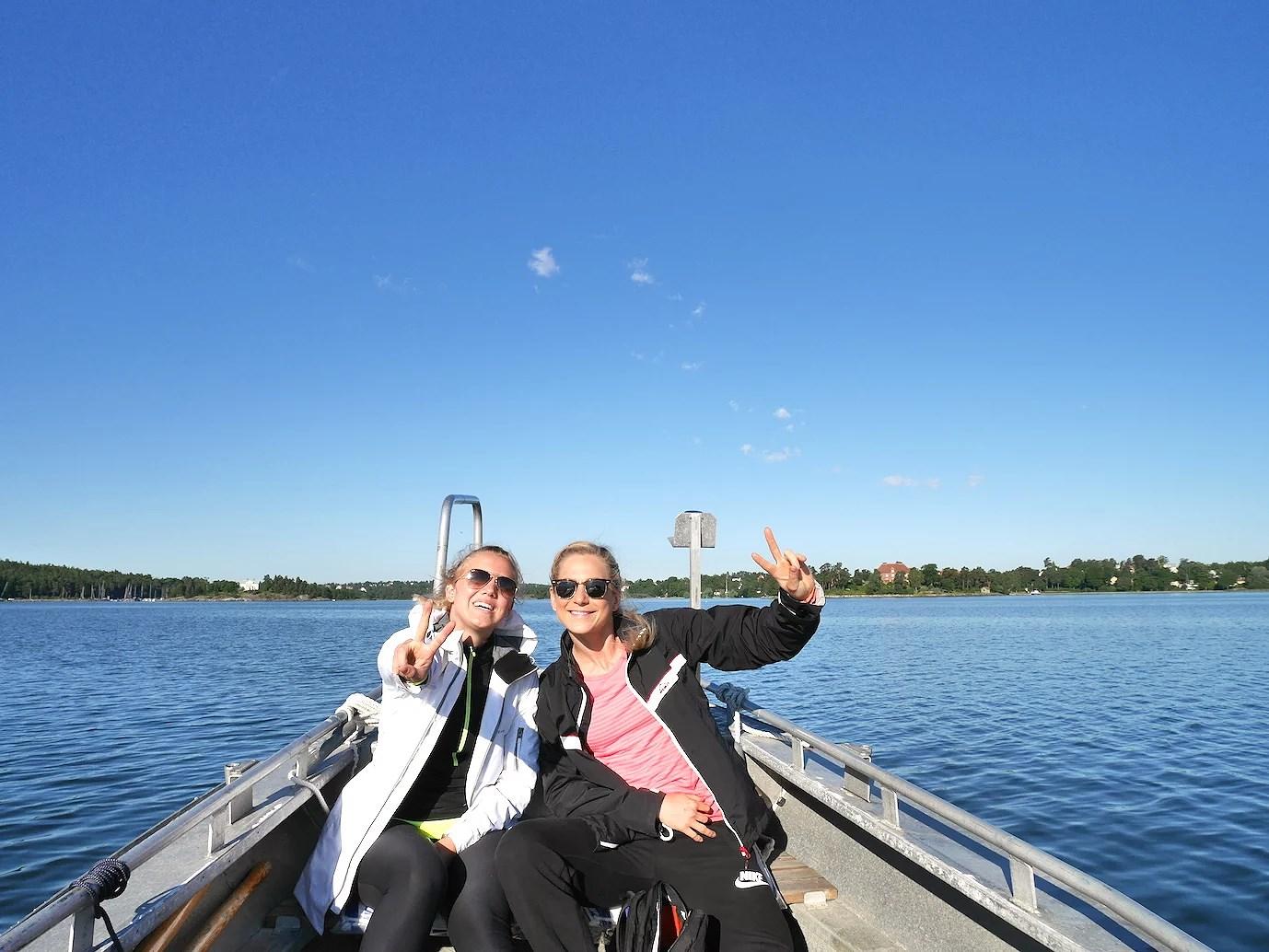 Min kompis Anna från Kalmar var med på hela eventet och bodde hos oss över helgen. Hon tyckte att det var väldigt mysigt att få starta dagen med en båttur, haha! :) Välkommen till vår vardag! ;)
