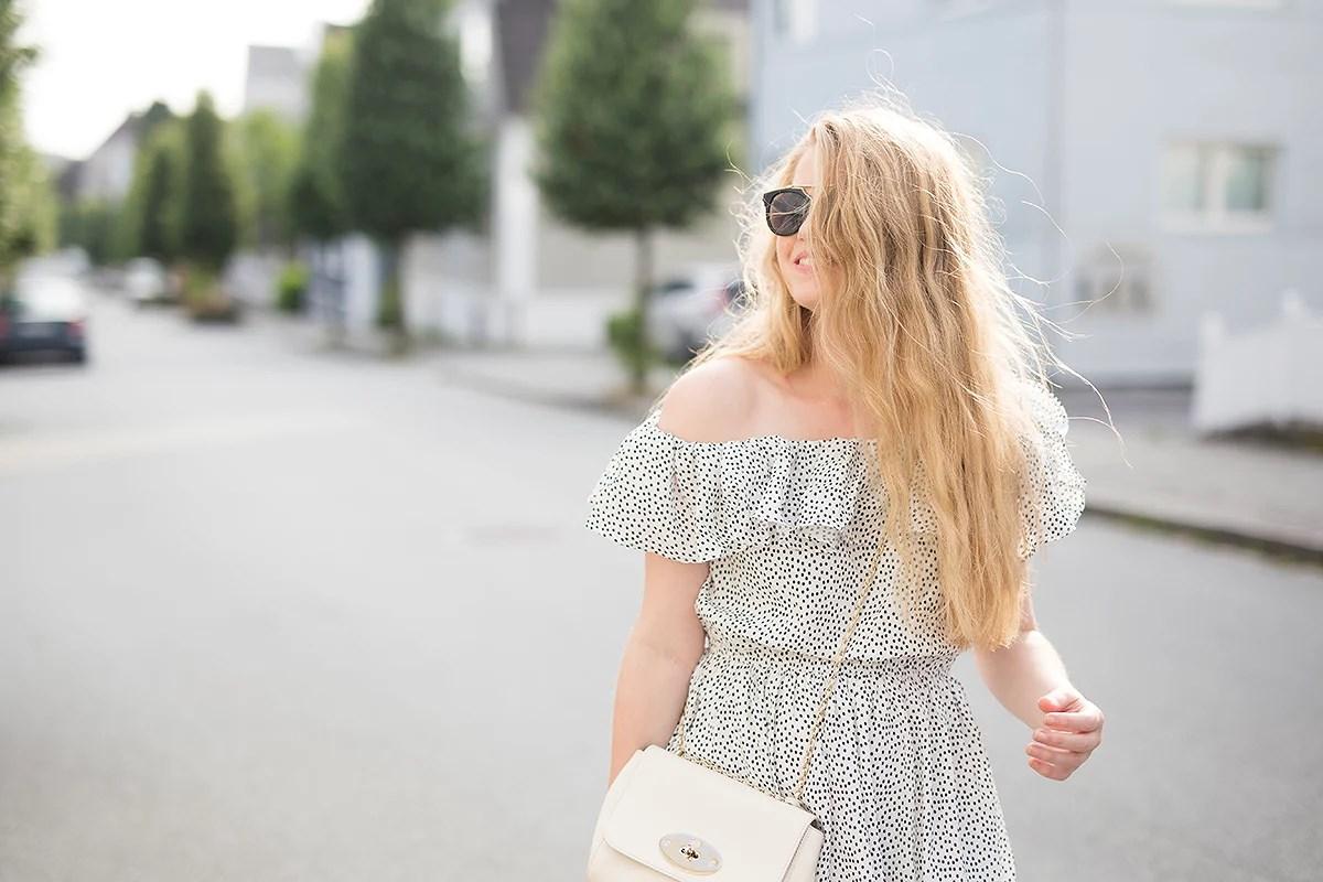 krist.in antrekk shein kjole prikker sommer