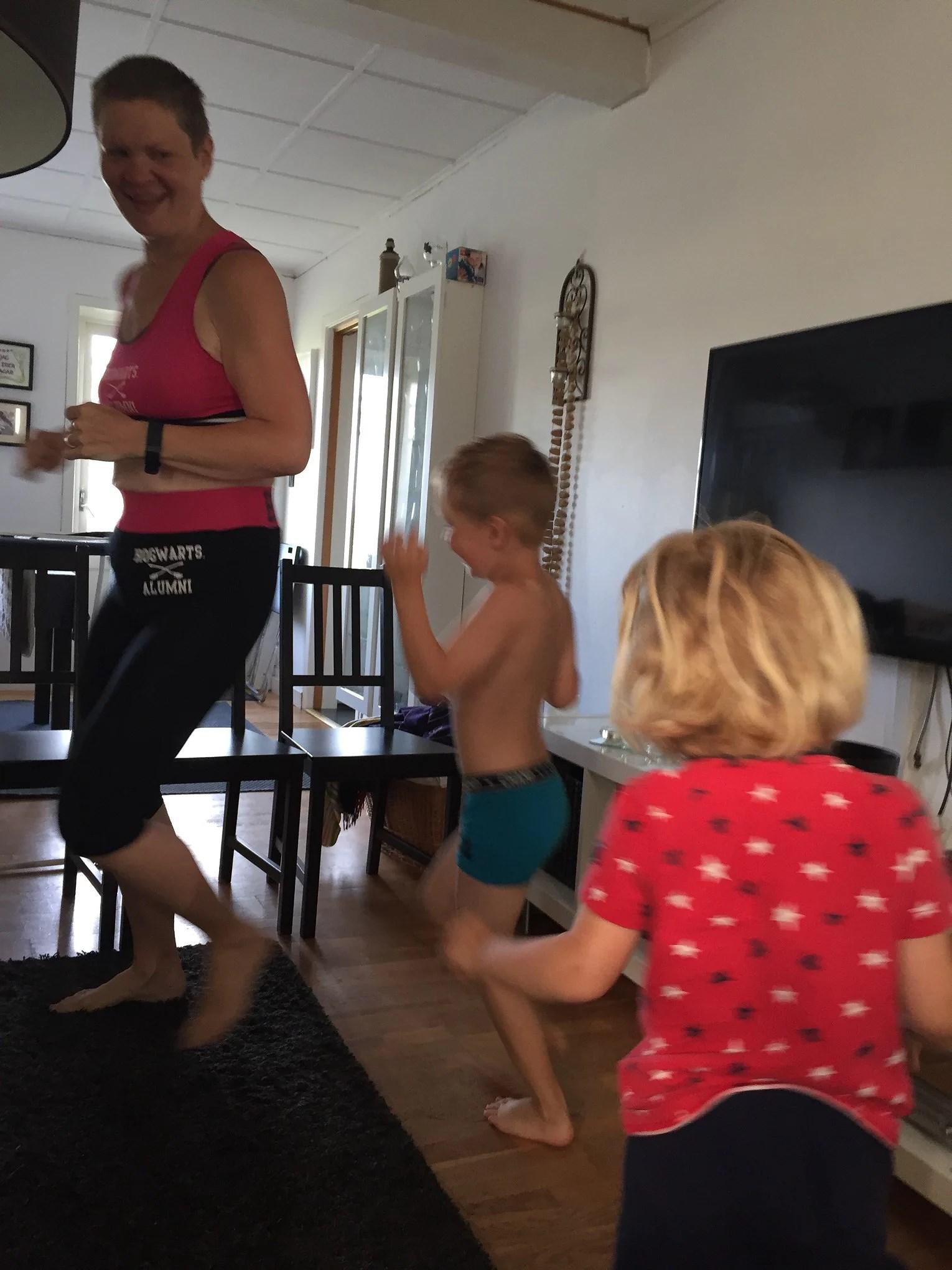 Familjegympa på morgonkvisten