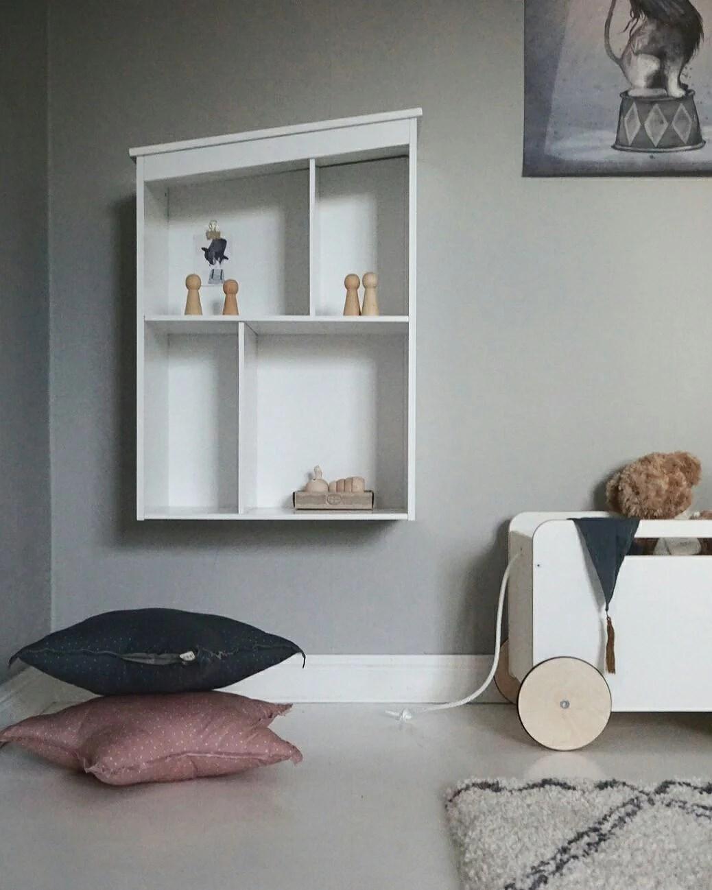 Barnens nya dockskåp
