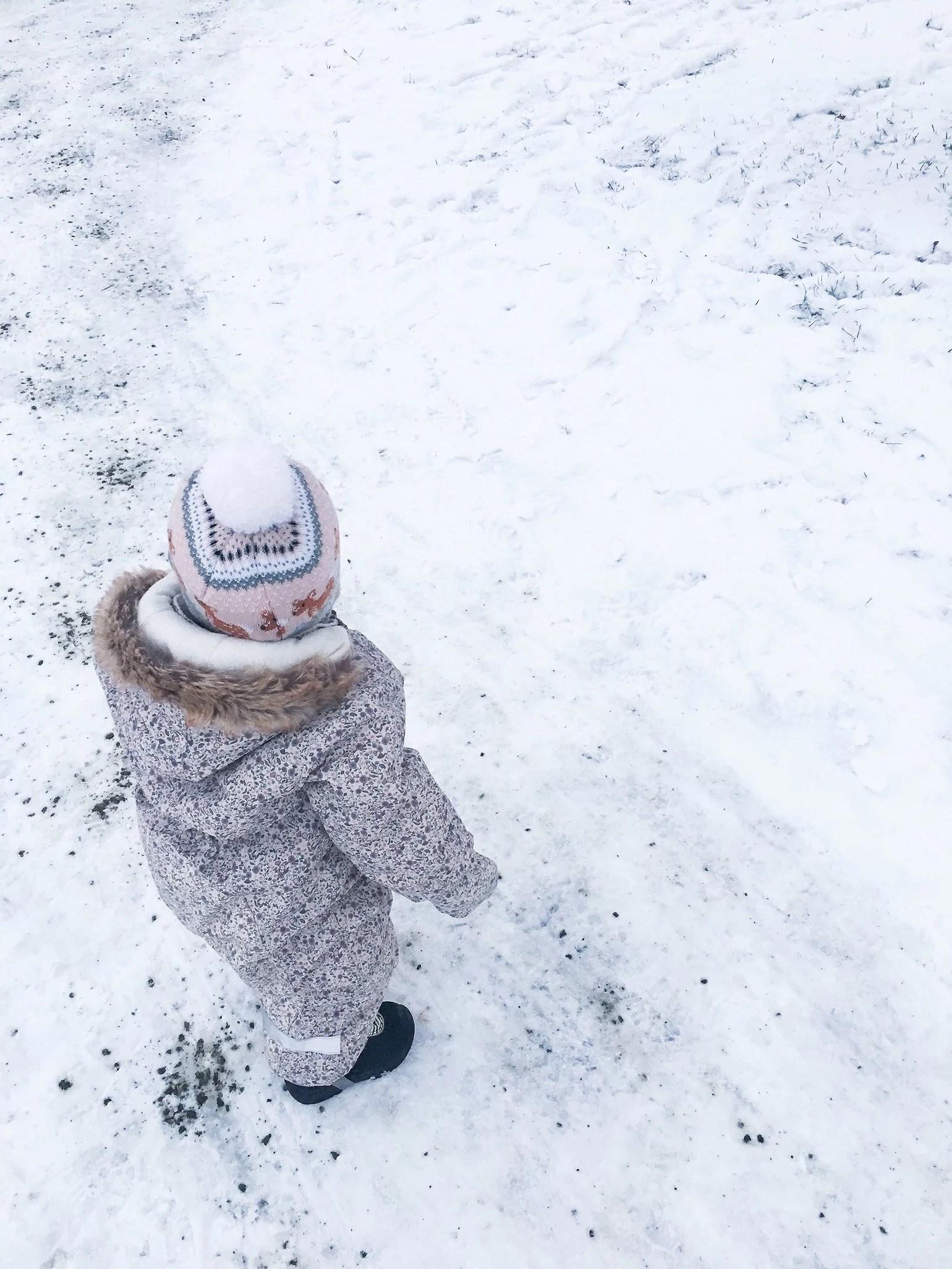Självständig liten tjej