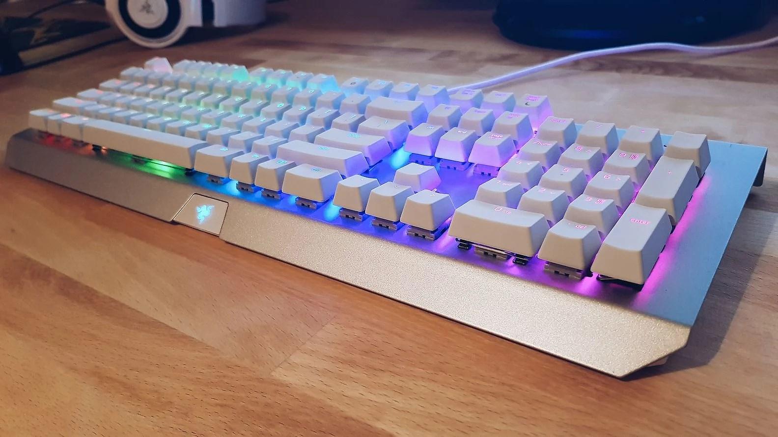 Nytt tangentbord: Razer BlackWidow X chroma mercury white