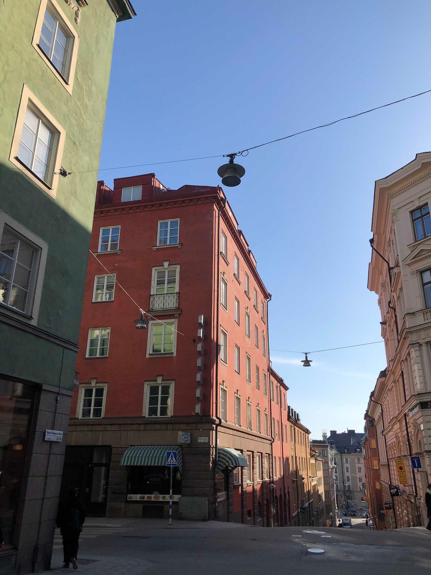 "SUNNY TUESDAY & SWEDISH ANSWER ON ""MARIE KONDO"""
