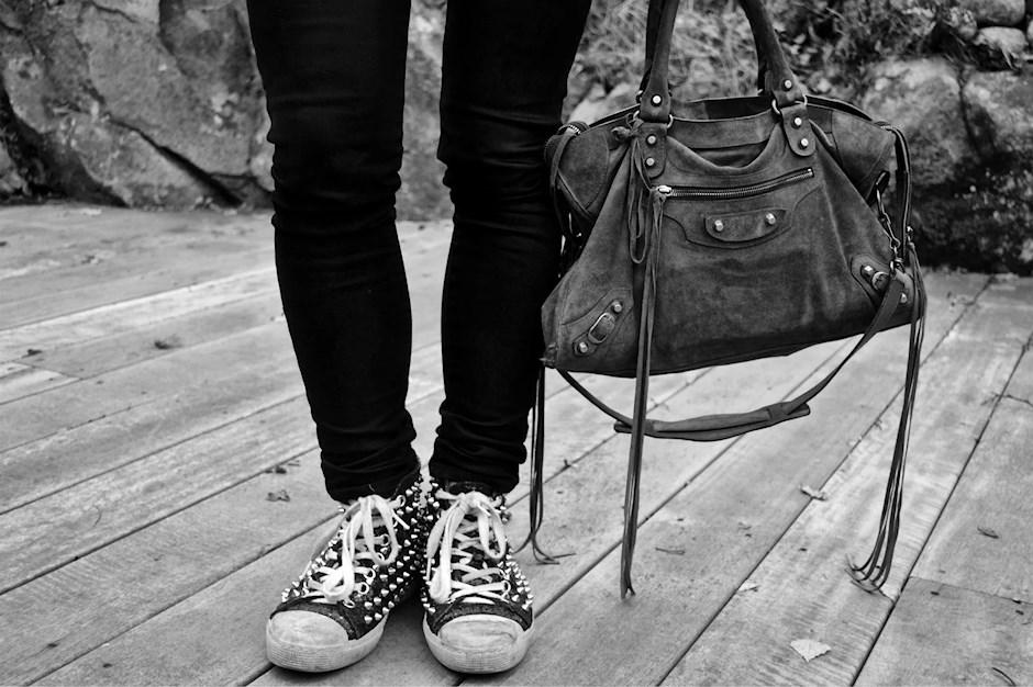Balenciaga Väska Säljes : Studded black and white gertrudes
