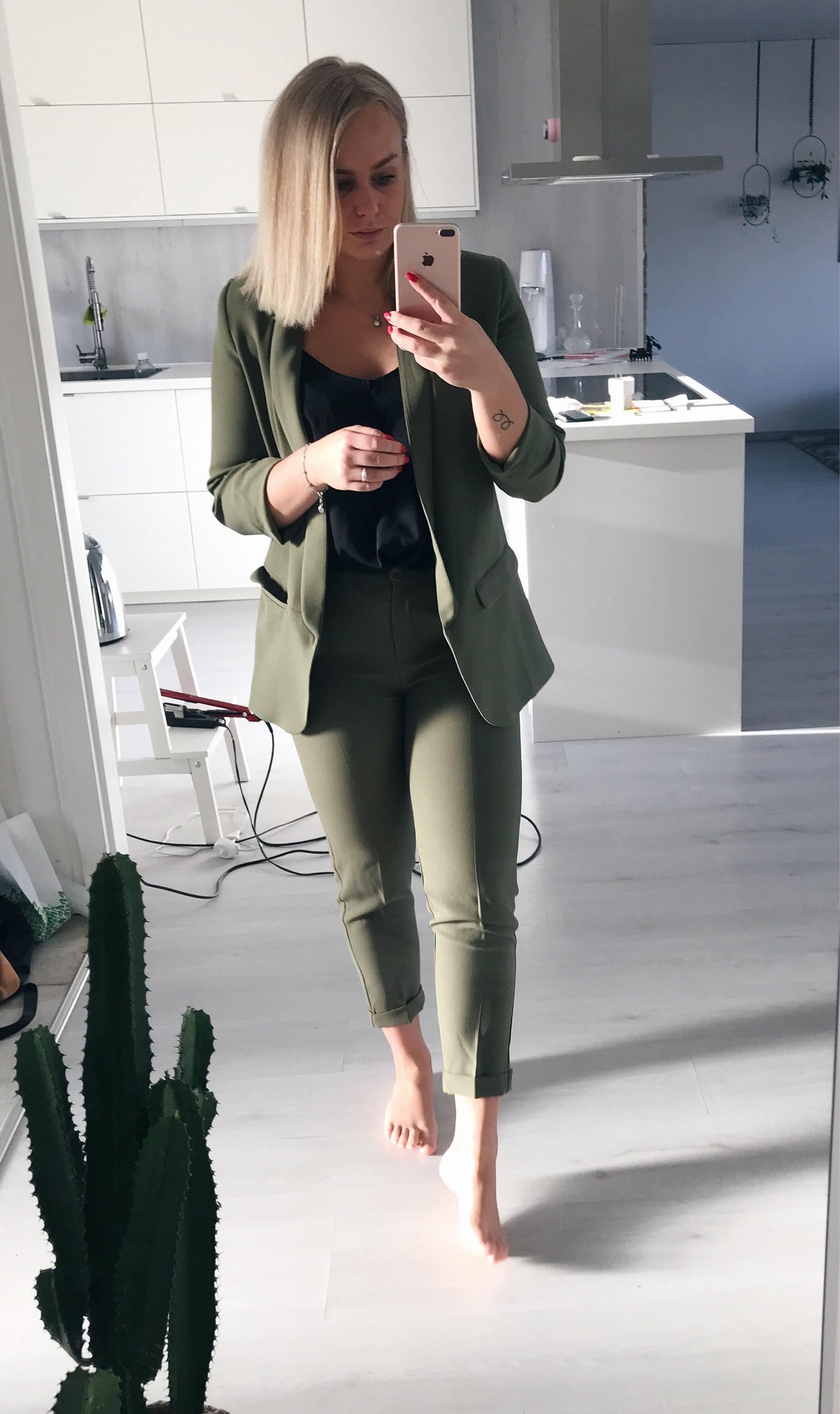 Grön kostym och grillpremiär