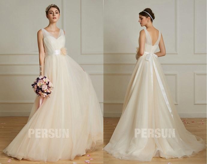robe de mariée simple champagne clair à col en v