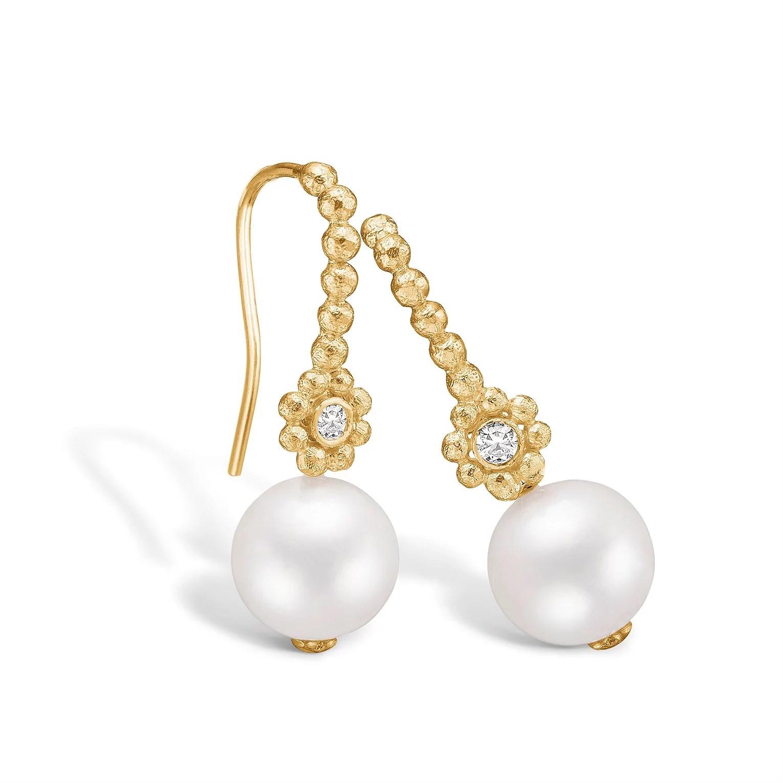 blossom_copenhagen_Gold_plates_silver_earrings_freshwater_pearl_850dkk_dess2398108531_-4569155500