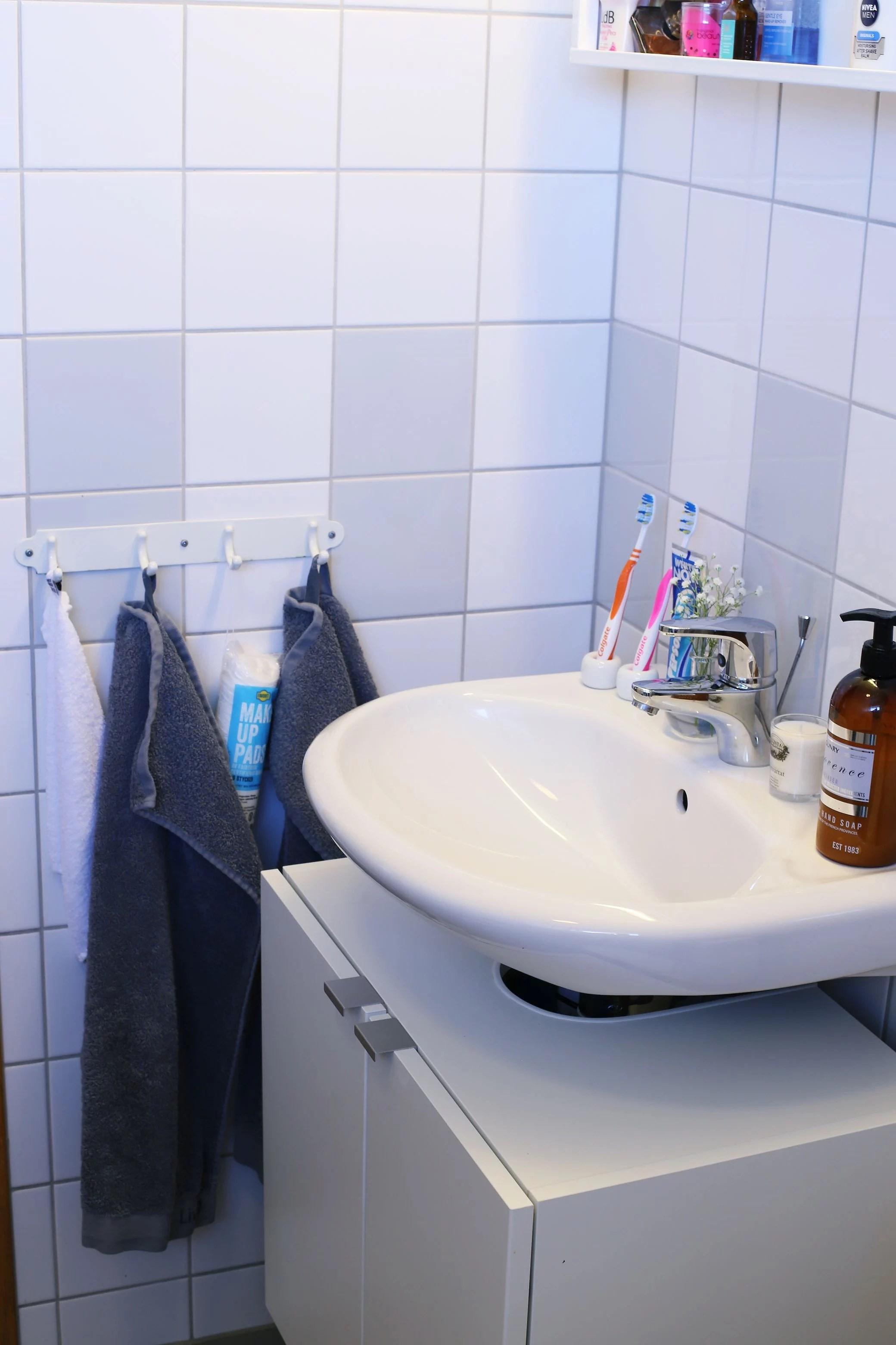 Ett skinande rent badrum