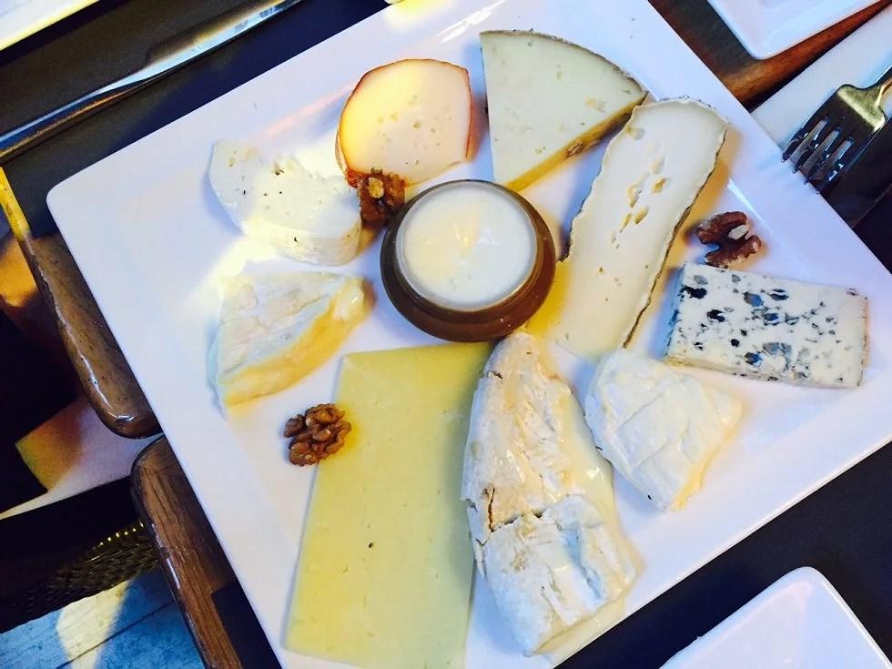 Frankrig har så mange oste, at hvis man prøver en nu ost hver dag, så kan du fortsætte i 4 år.