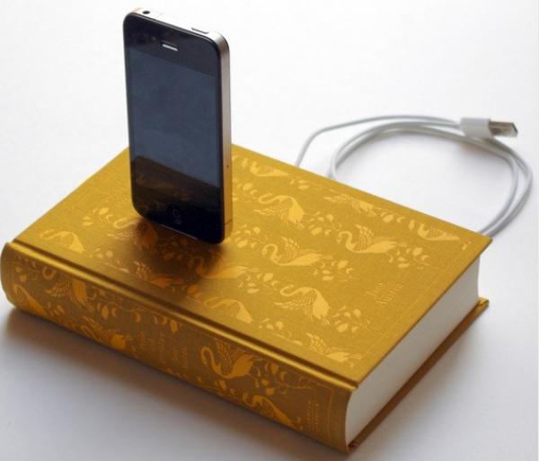 DIY göm mobilladdaren i en bok