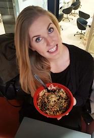 Anna Liebenstein med poké bowl