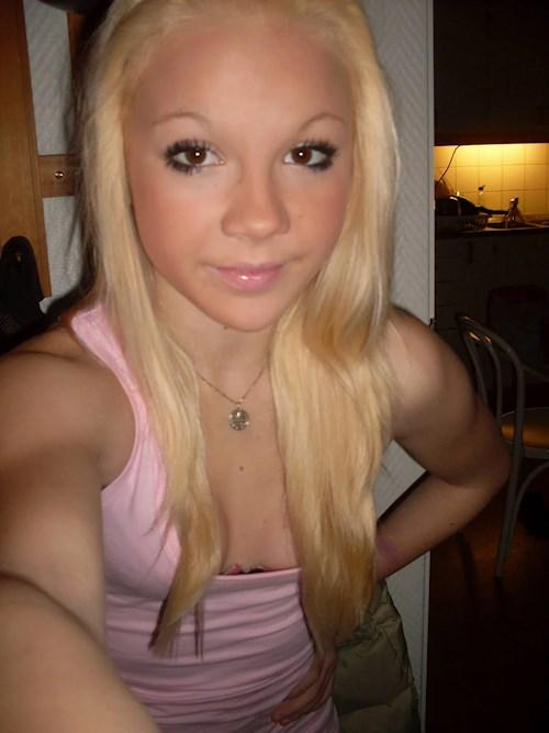 knulla i köping nakna svenska tjejer