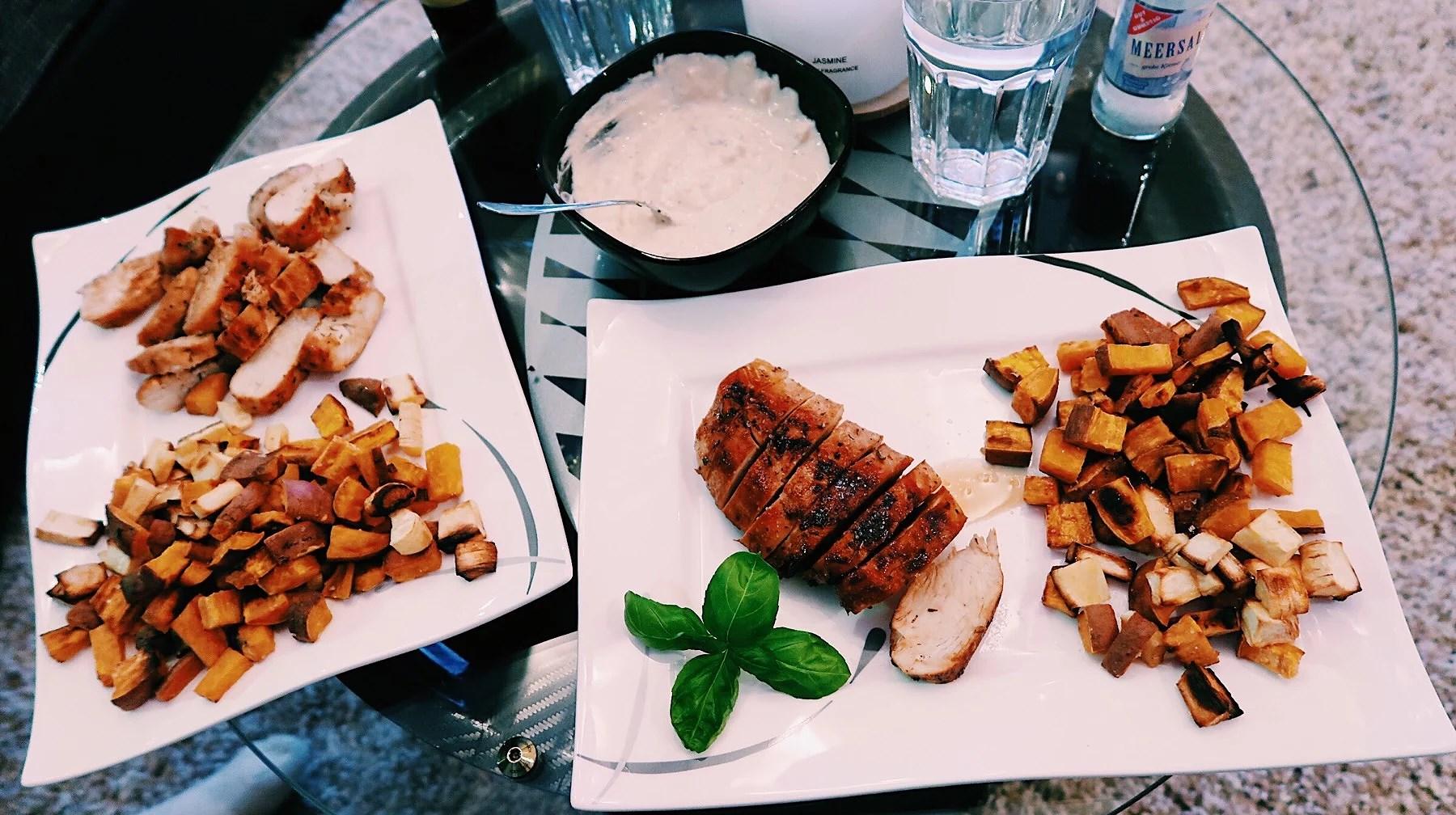 Kycklingfilé, ugnsbakad sötpotatis & rosmarins yoghurt
