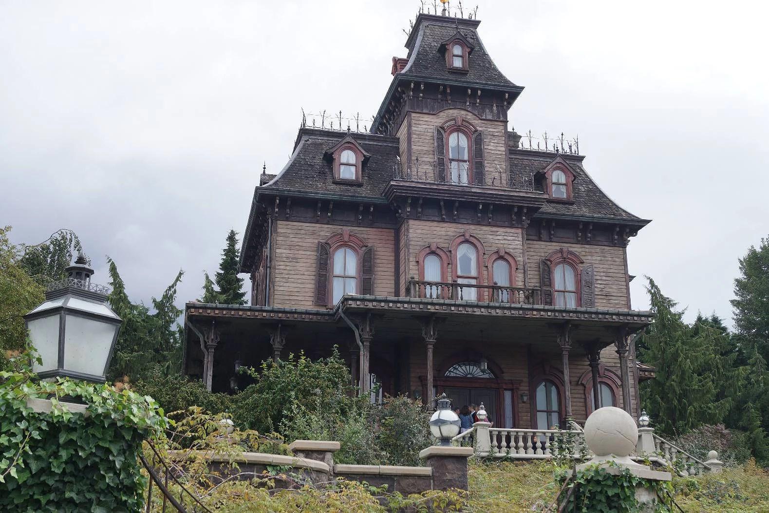 Renoveringar och stängda attraktioner på Disneyland Paris under Mars