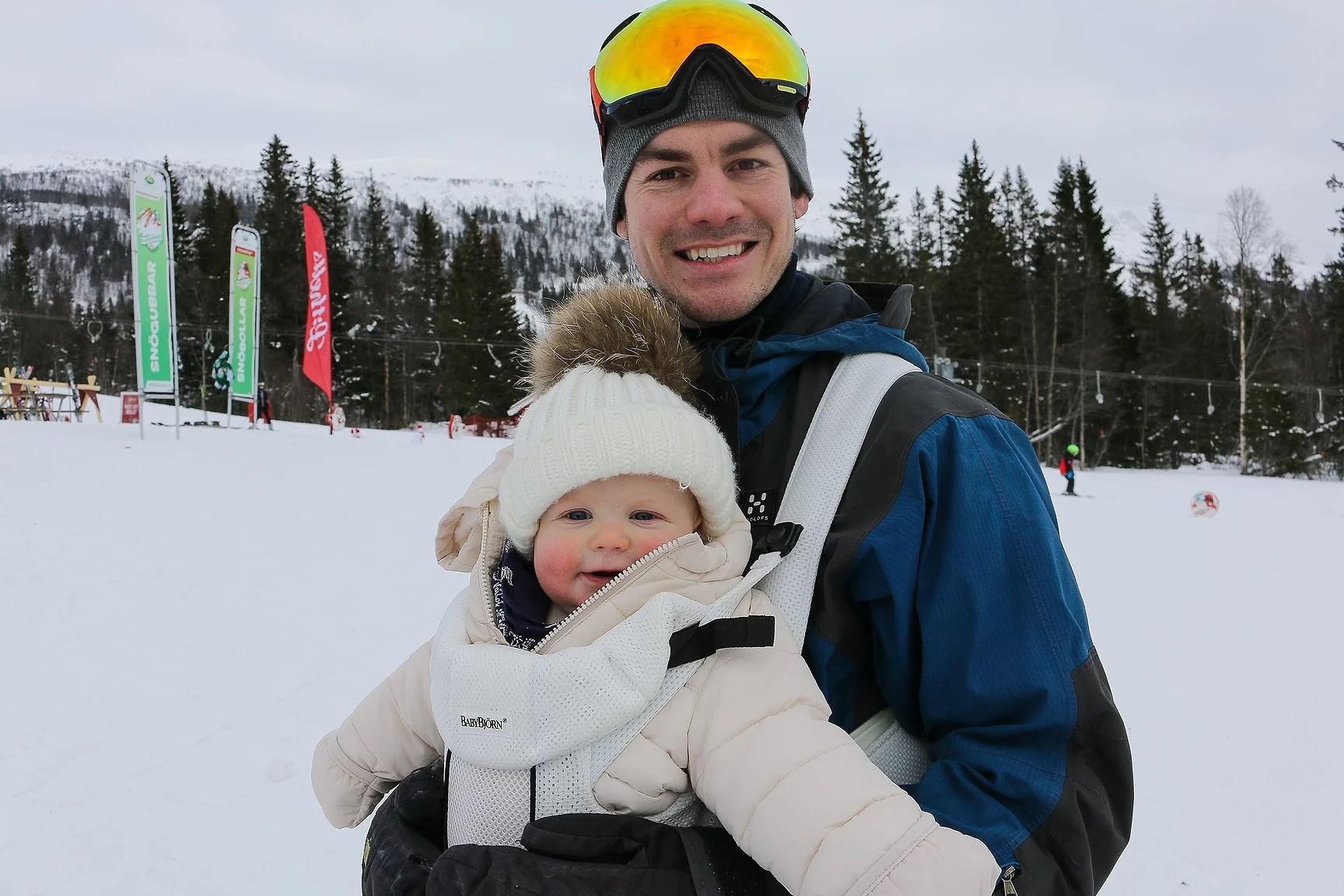 Familj på skidresa