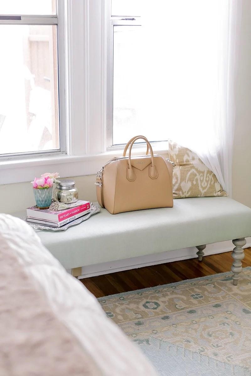 Cornelias interior: vårigt sovrum