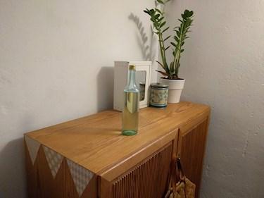 Förpckningsfritt zero waste från Green living Borlänge vegansk butik flytande tvättmedel i egen flaska snyggt i tvättstugan.