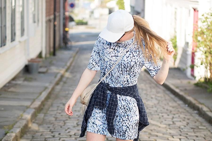 krist.in sommerantrekk kjole bikbok caps skjorte