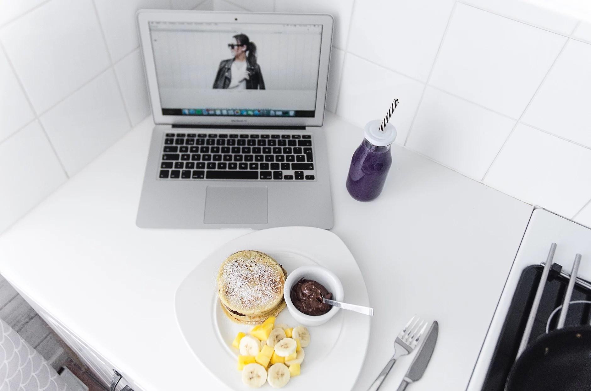 En grå måndag med färgglad frukost