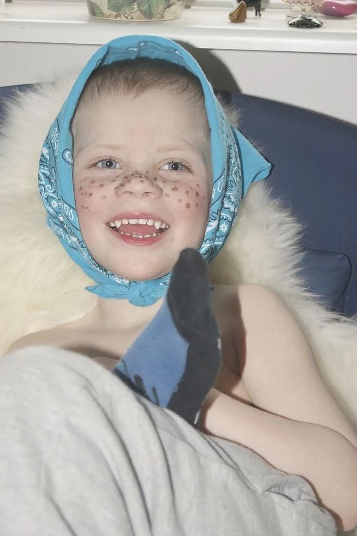 Påsk bilder på lillebror