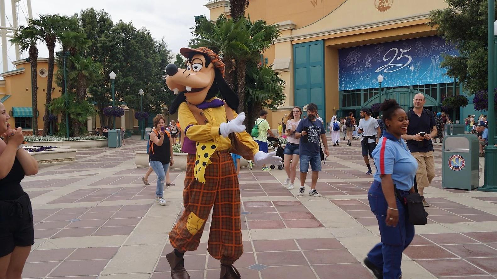 Vill du jobba på Disneyland Paris?