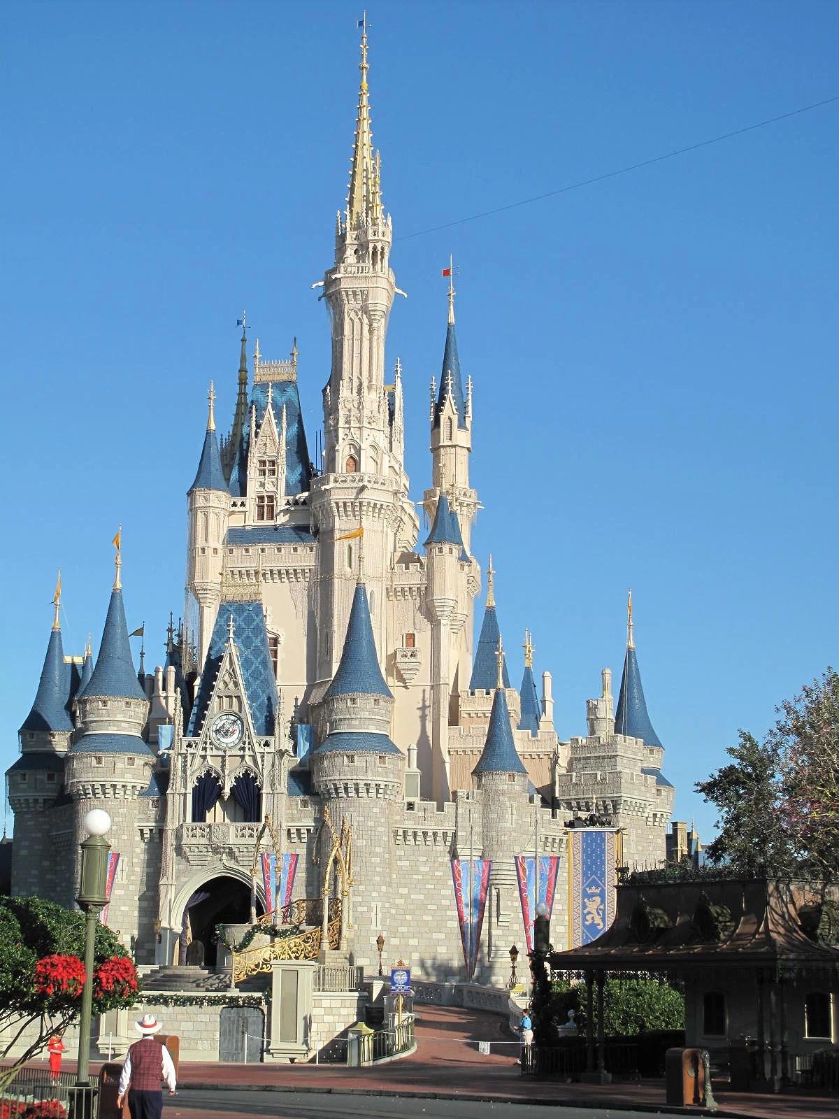 När kan man boka FastPass+ till Walt Disney World?