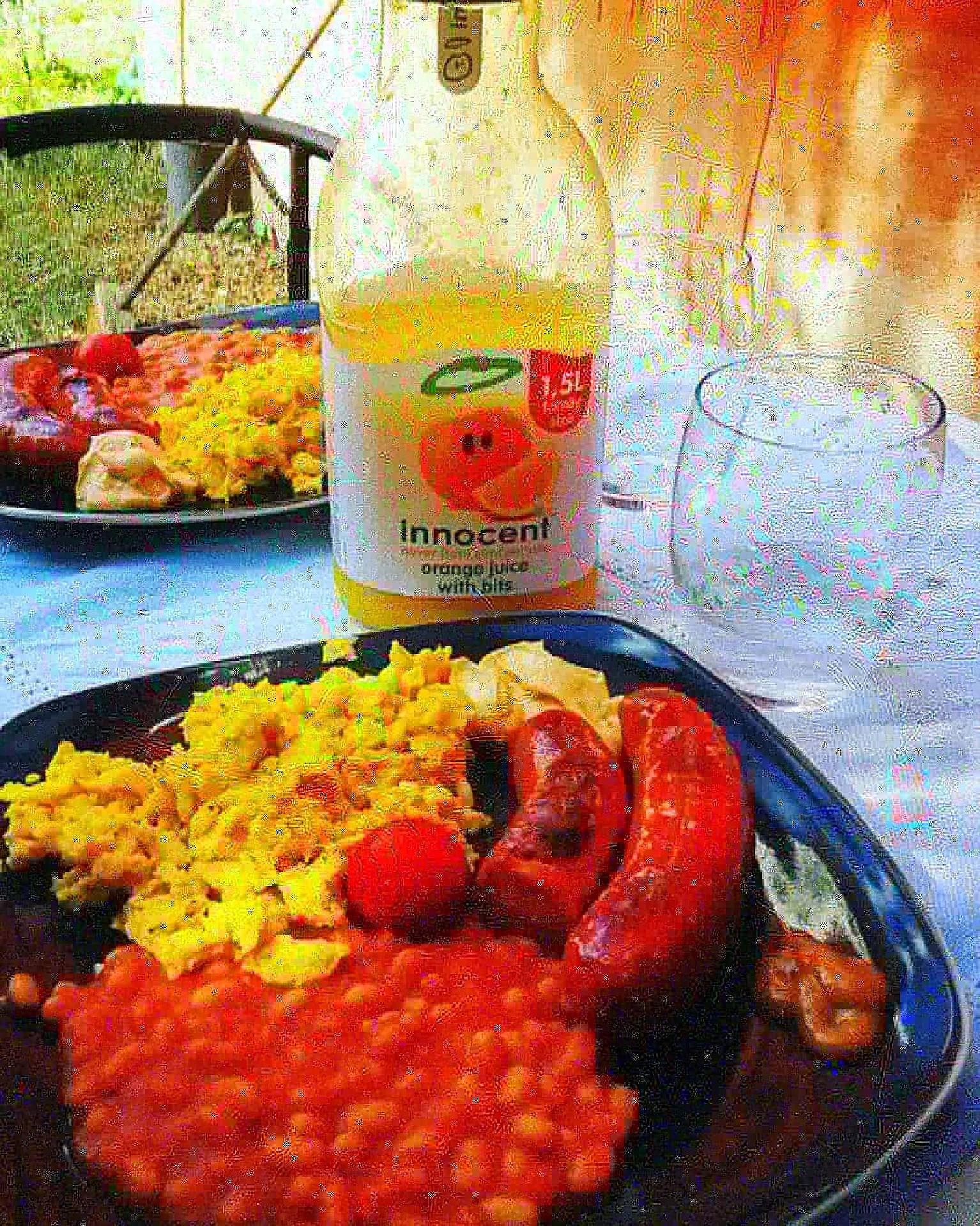 Brakfrukost i skuggan...