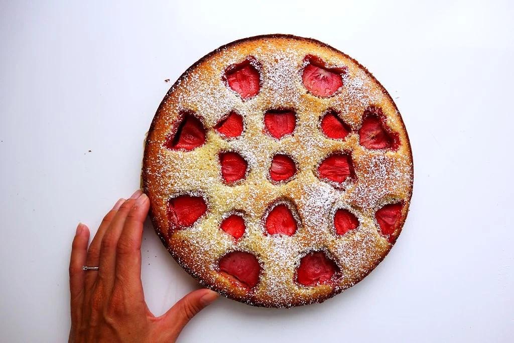 Vit jordgubbskladdkaka