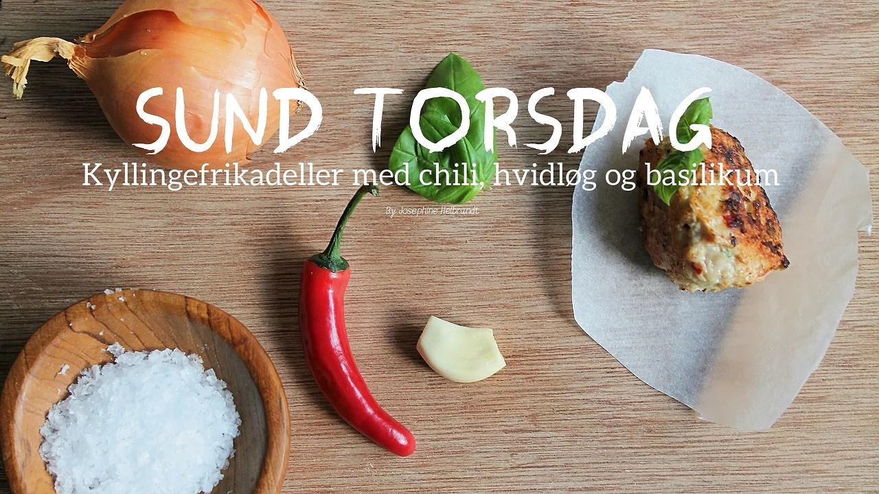SUND TORSDAG: KYLLINGEFRIKADELLER MED CHILI, HVIDLØG OG BASILIKUM