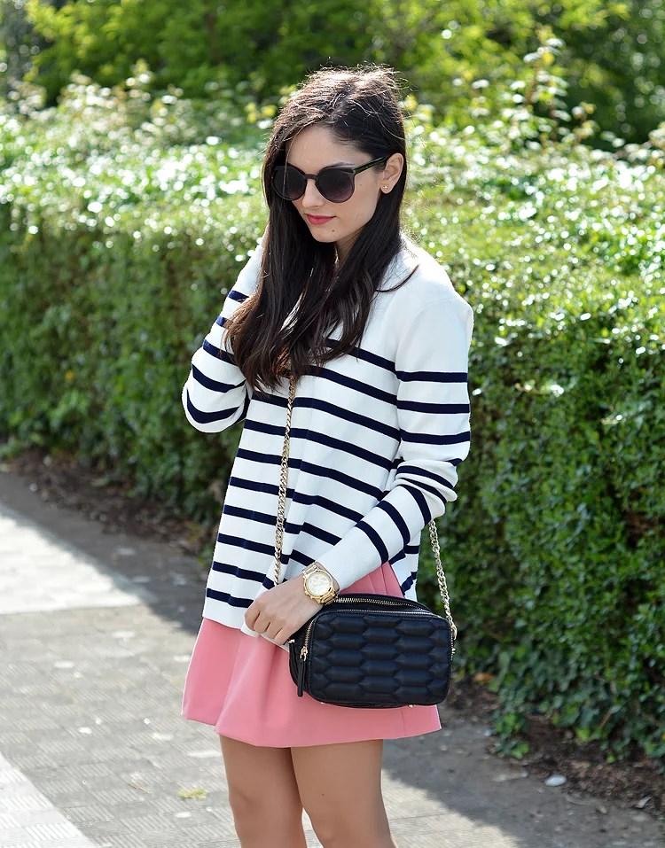 zara_ootd_outfot_navy_stripes_shorts_botas_como_combinar_03