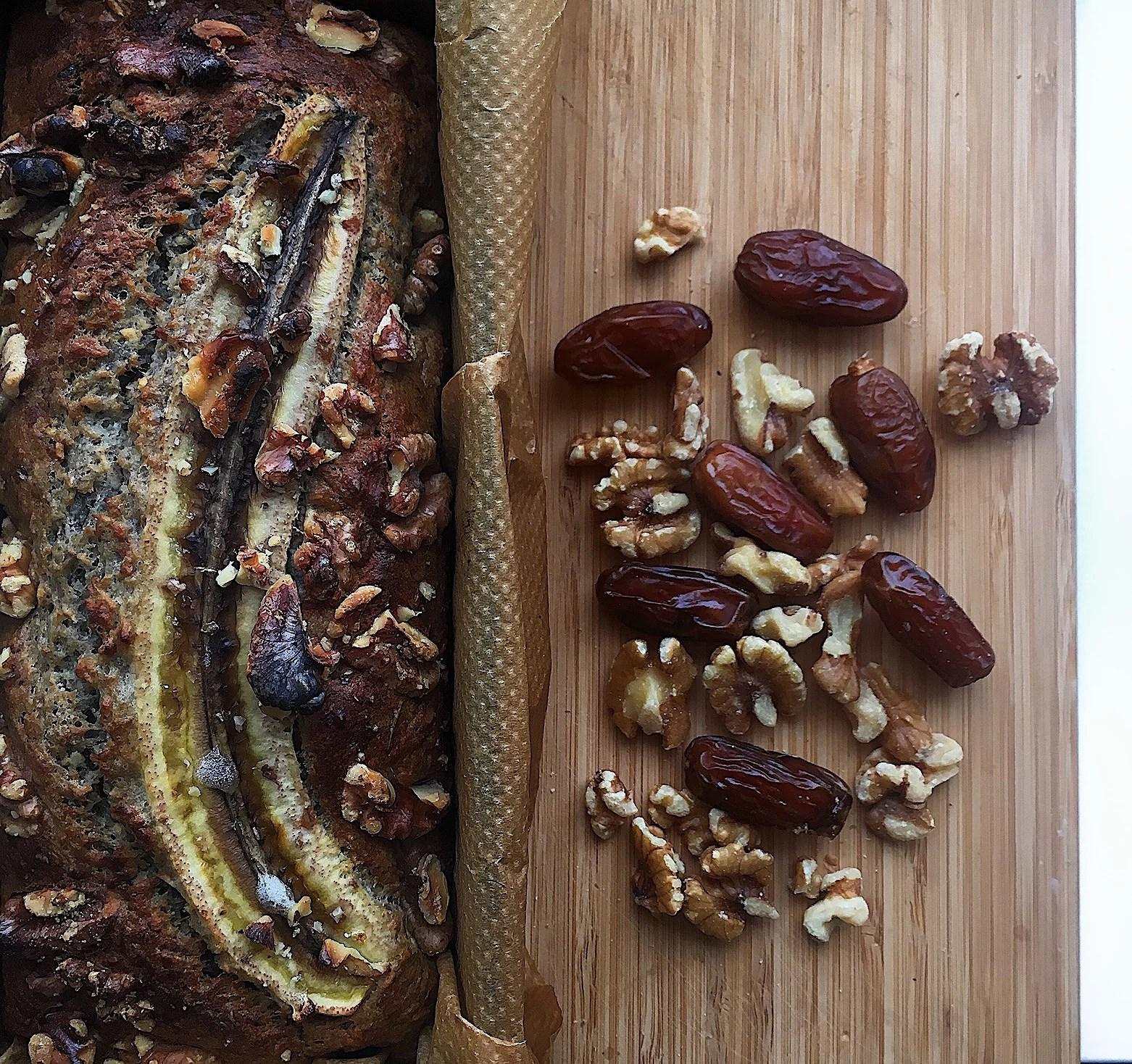 Bananbröd med dadlar & kokos