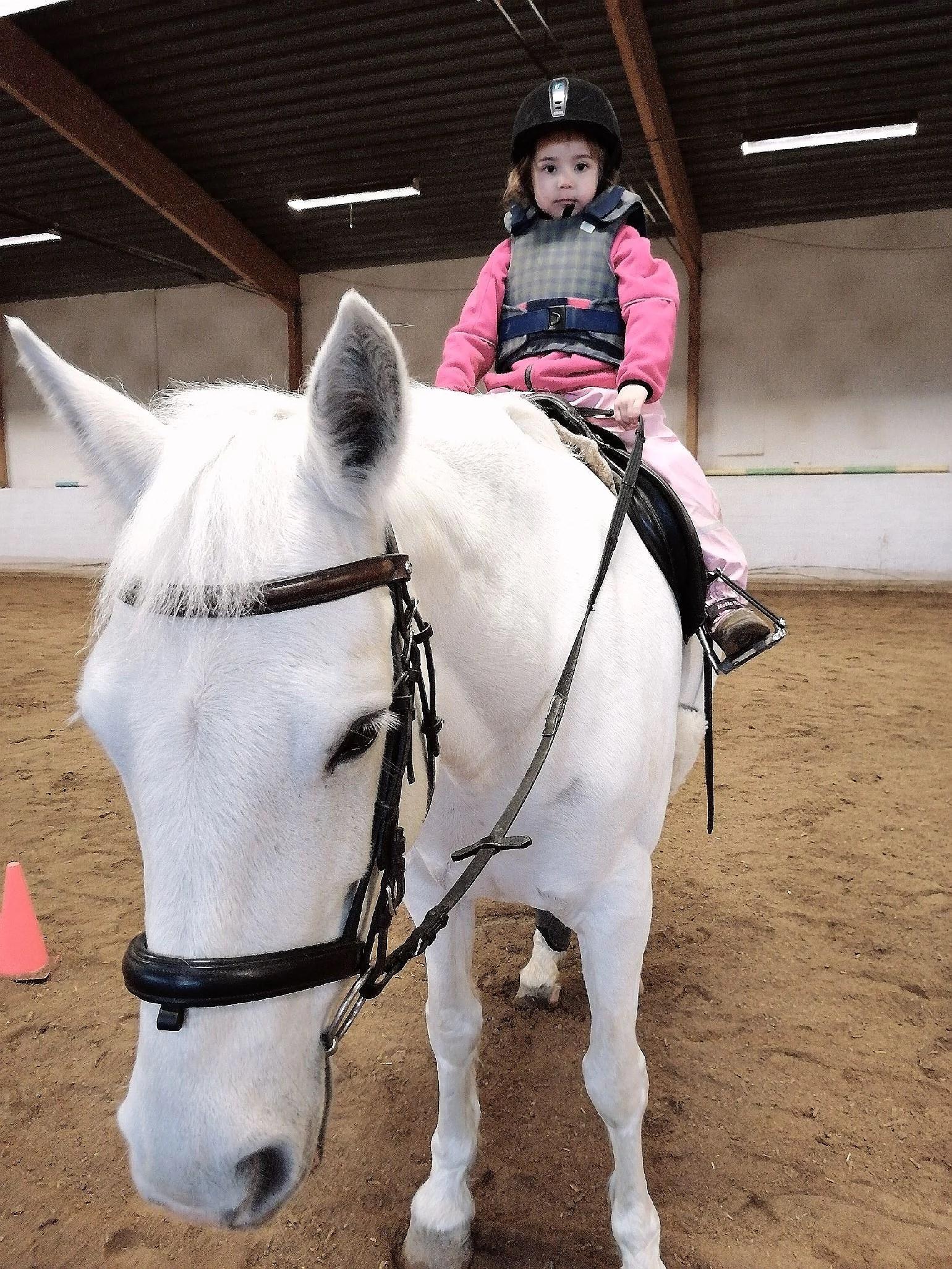 Lilla stall tjejen!