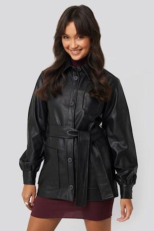 https://www.na-kd.com/dk/na-kd-trend/balloon-sleeve-tied-waist-pu-jacket-sort