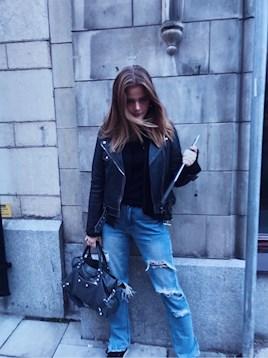 db28b53b700 Allt är typ från NAKD förutom jeansen, skorna som är från Lanvin & väskan  balenciaga. Jeansen hittar ni HÄR. (Har 36 i mina)