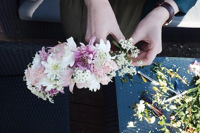 krist.in diy flower crown sommerfest hvordan lage blomsterkrans