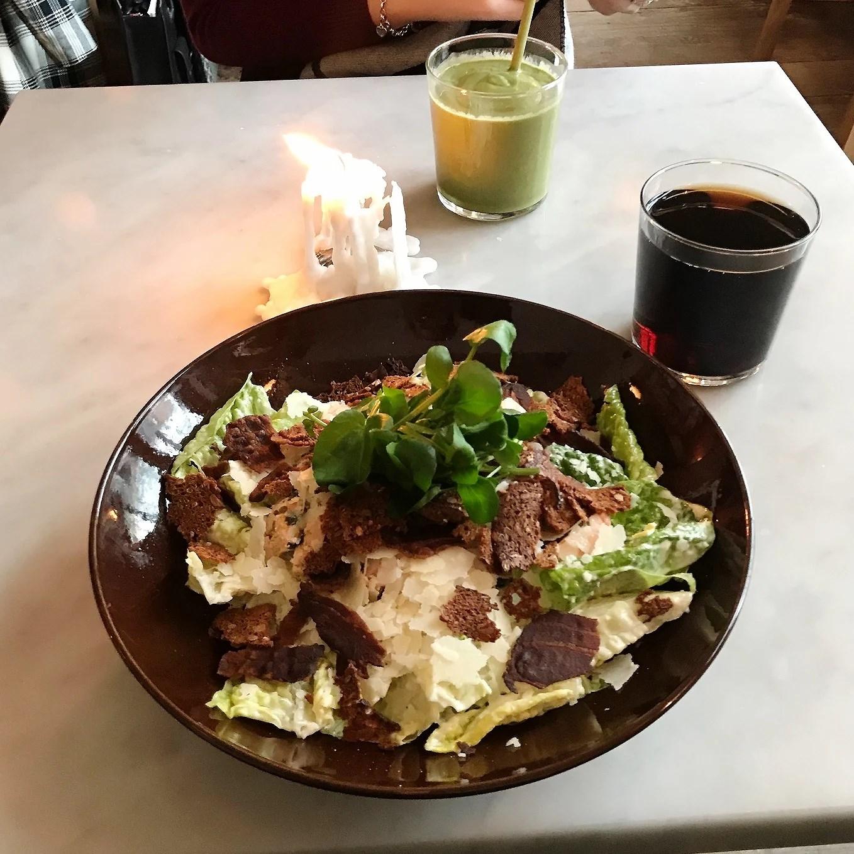 Nya cafe Gast på Rådmansgatan 57. Ceasarsallad
