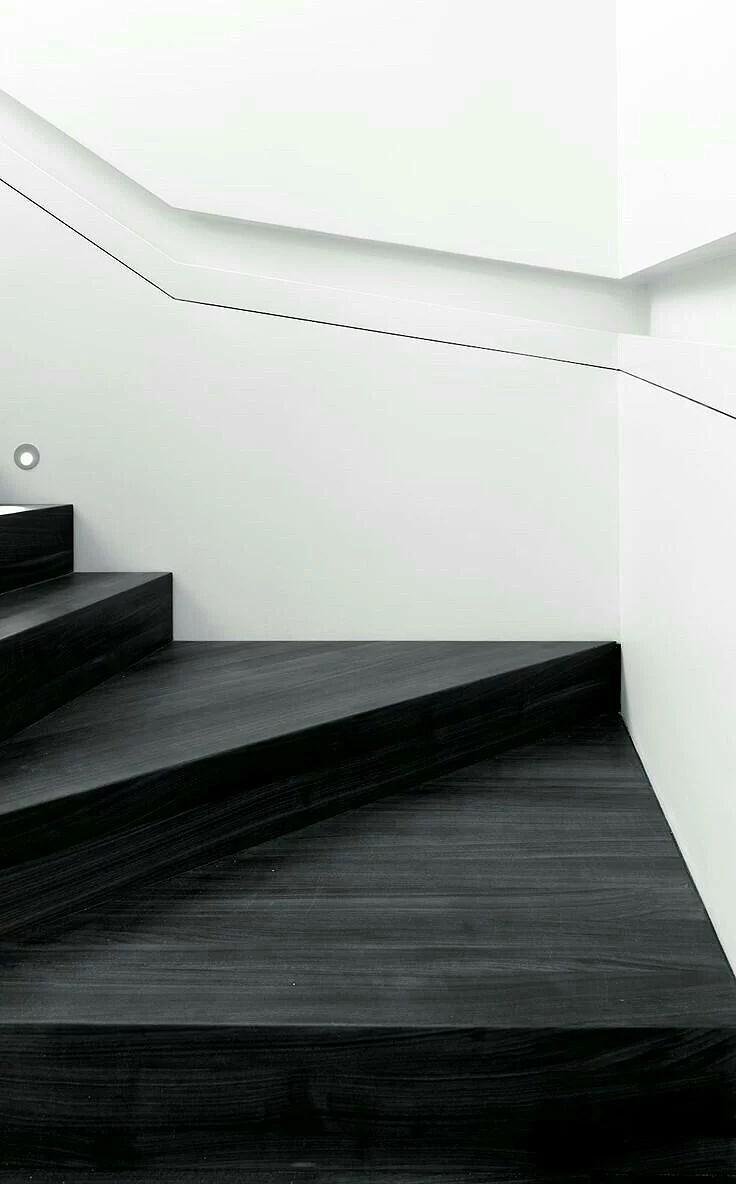 Måla vitt, och mera vitt och lite trappor