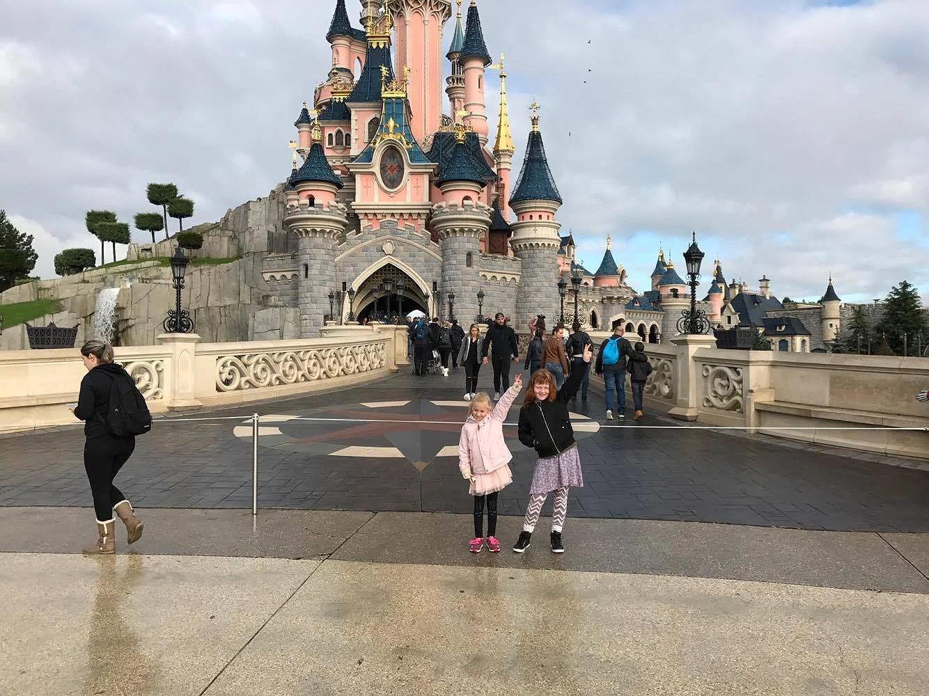 Gun besökte Disneyland Paris
