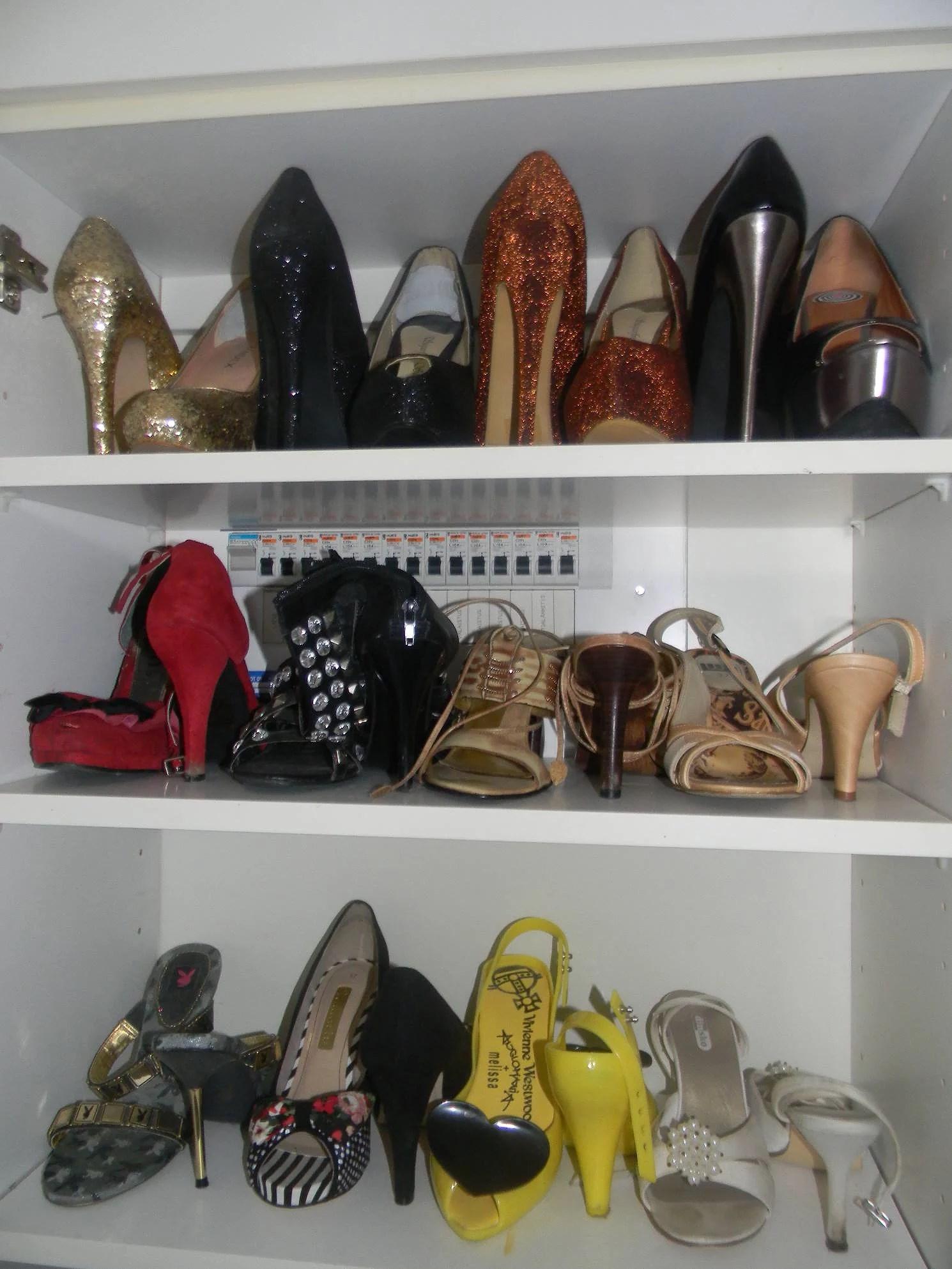 Sortera och organisera kläder och skor