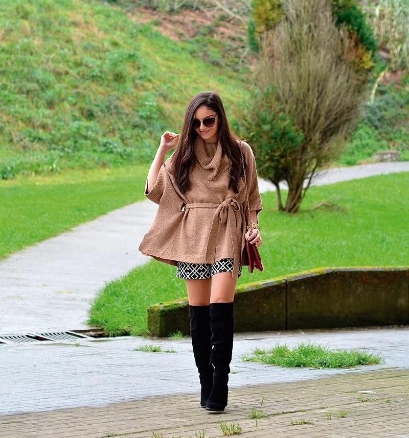 zara_hym_poncho_shorts_high_boots_camel_burdeos_02