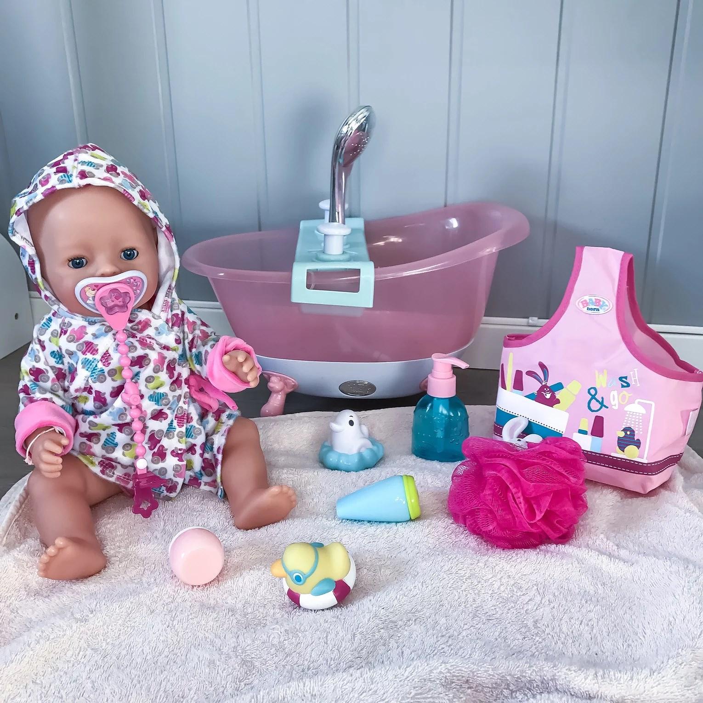 Baby born med tilbehør.