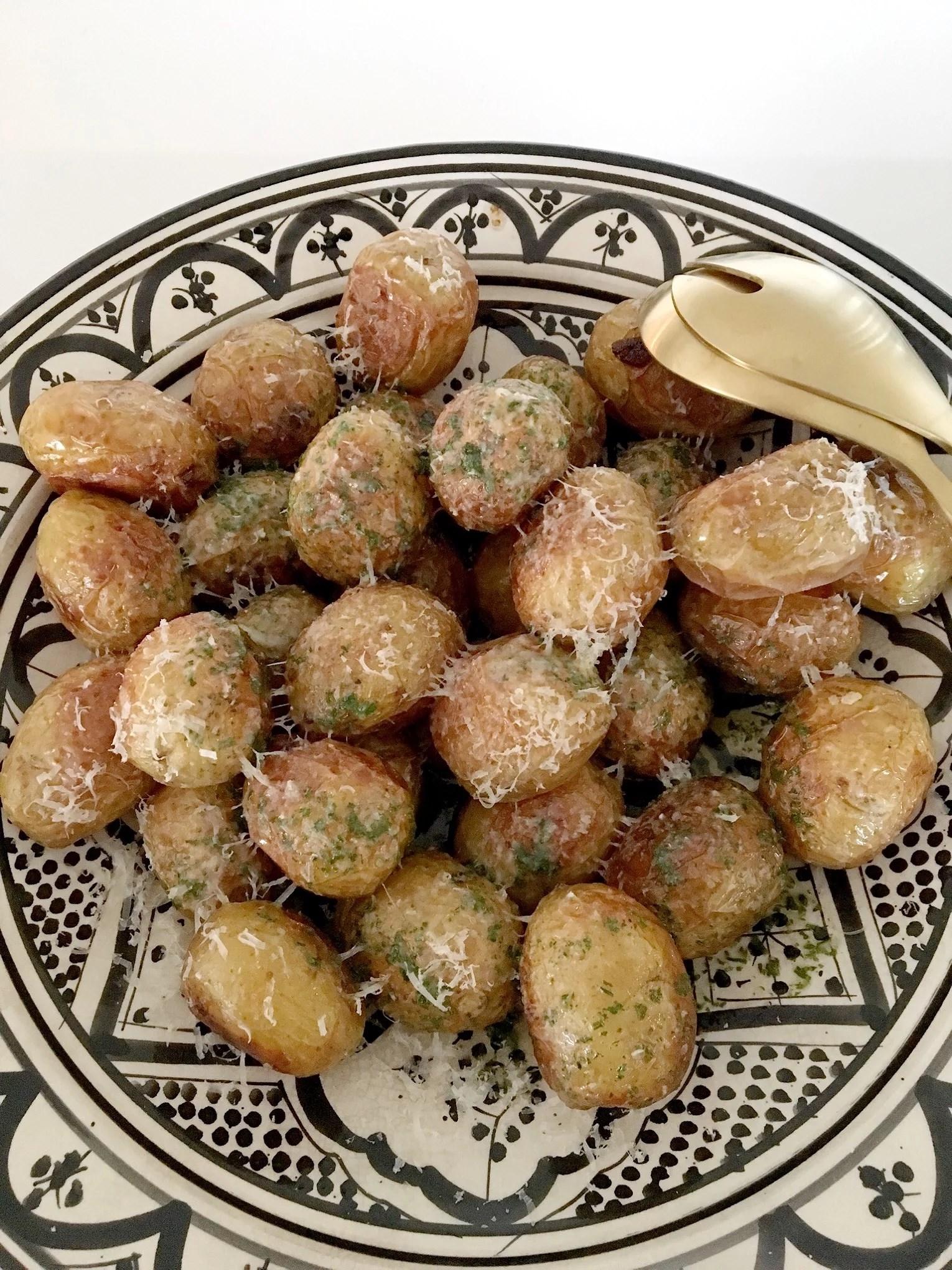 Rostad färskpotatis med örtolja och parmesan