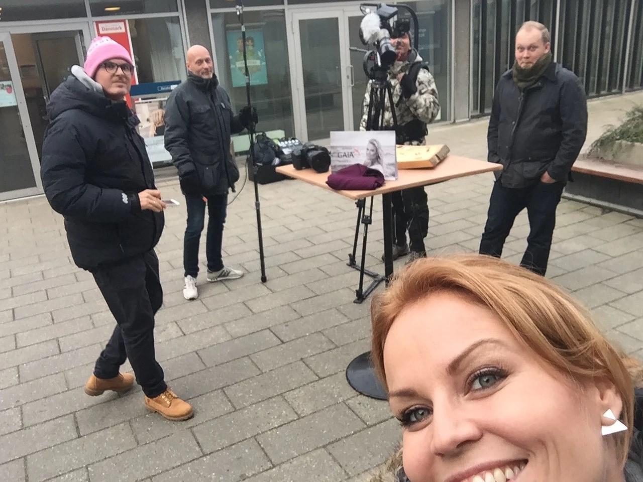 """Her på reklamefilmsoptagelser til Gaia med Pelle Hvenegaard. Reklamefilmen ligger på app'en """"rekalmequizzen"""" - og hvis du ikke har prøvet den, så gør det endelig. !!!!"""
