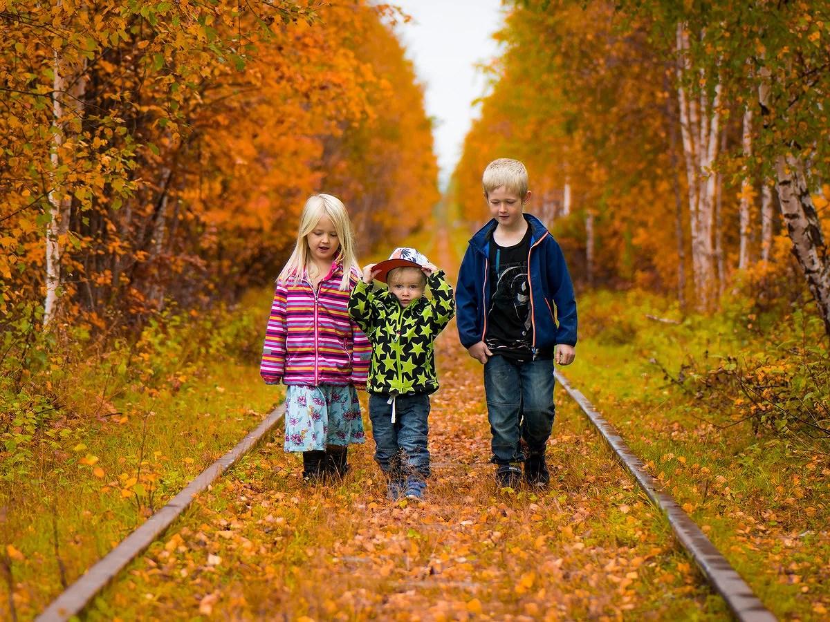 Fotat Barnen vid nerlagda järnvägen!