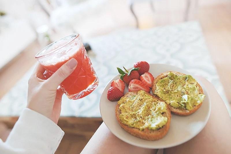 krist.in mat frokost avocadotoast jordbær juice