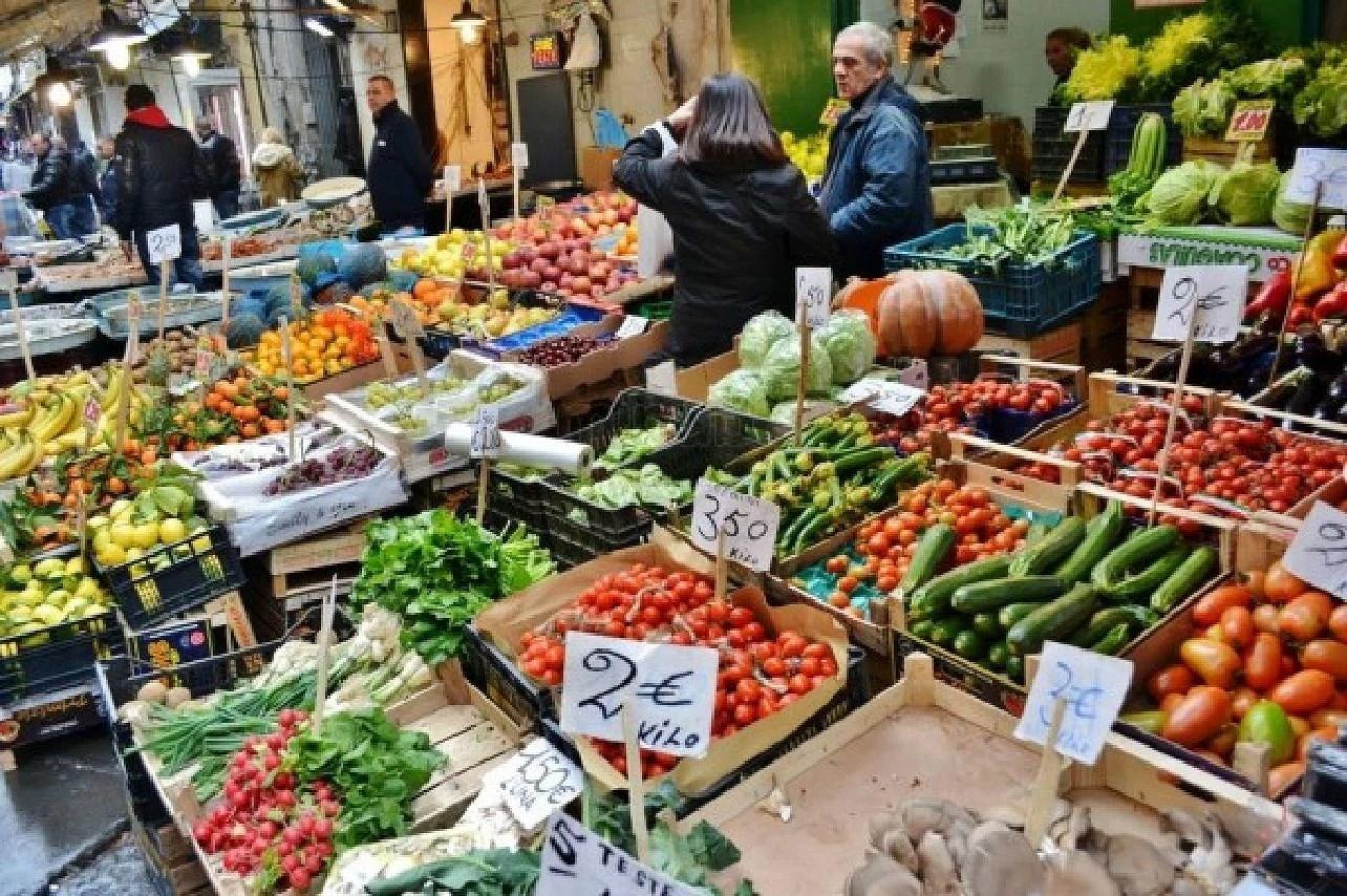 Mercati a Napoli, marknader i Naples i regionen Kampanien