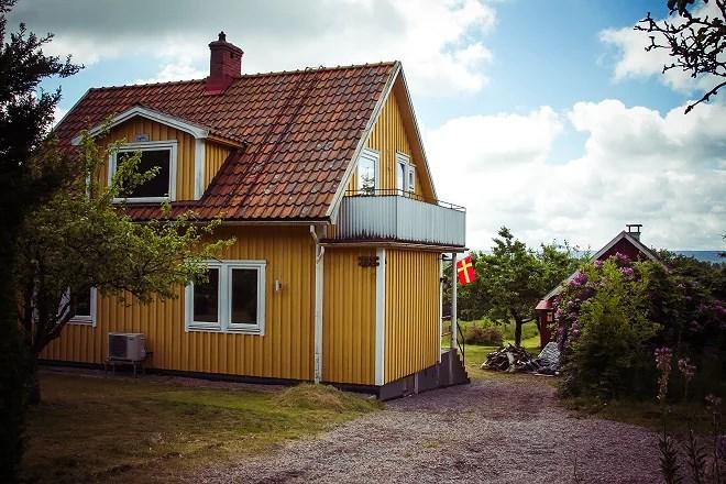 Vårt gula hus på landet.