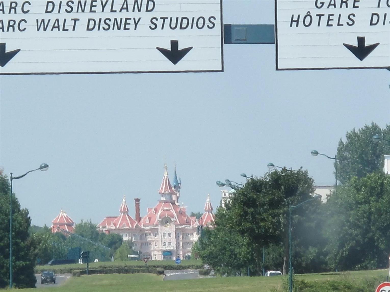 Hur får man reda på vilka erbjudanden som finns till Disneyland Paris (EuroDisney)?